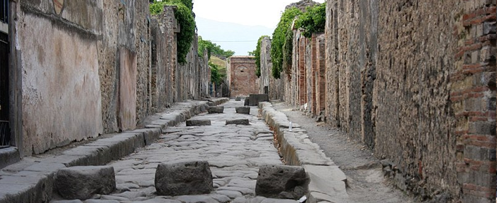 image of road in Pompeii