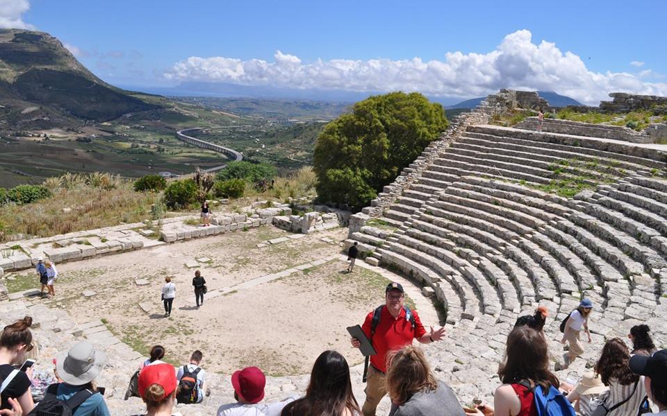photo of theatre of Segesta in Italy
