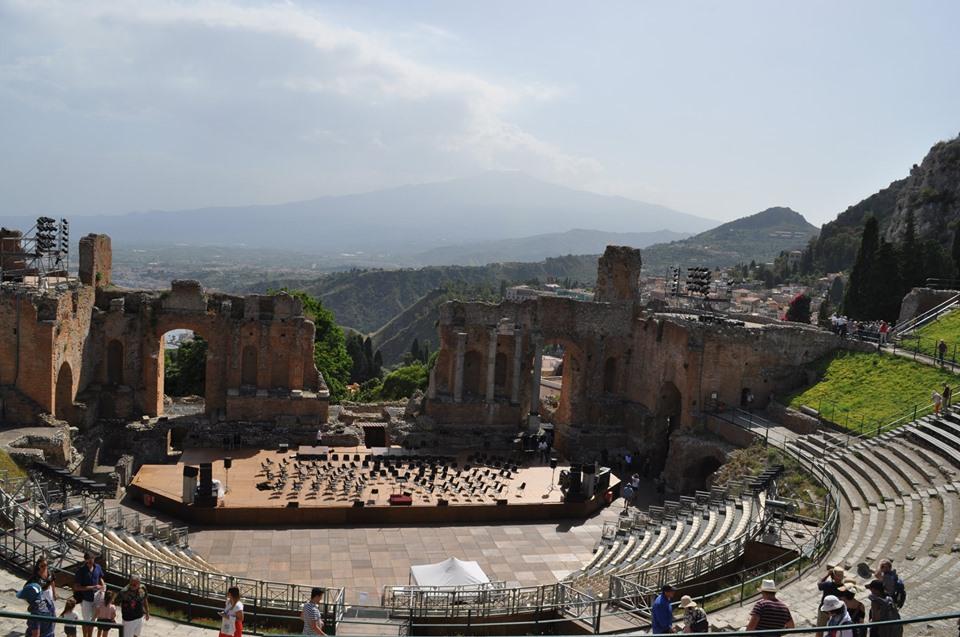 Théâtre de Taormina, avec le mont Etna en arrière-plan