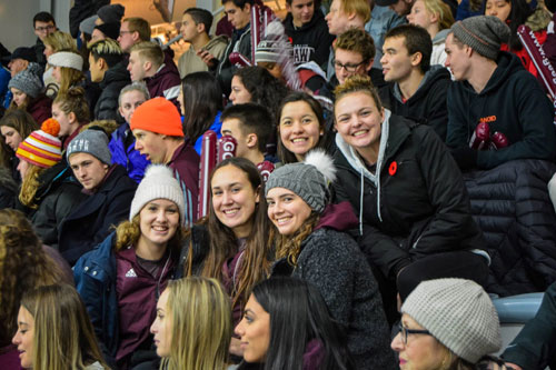 étudiants au match de hockey