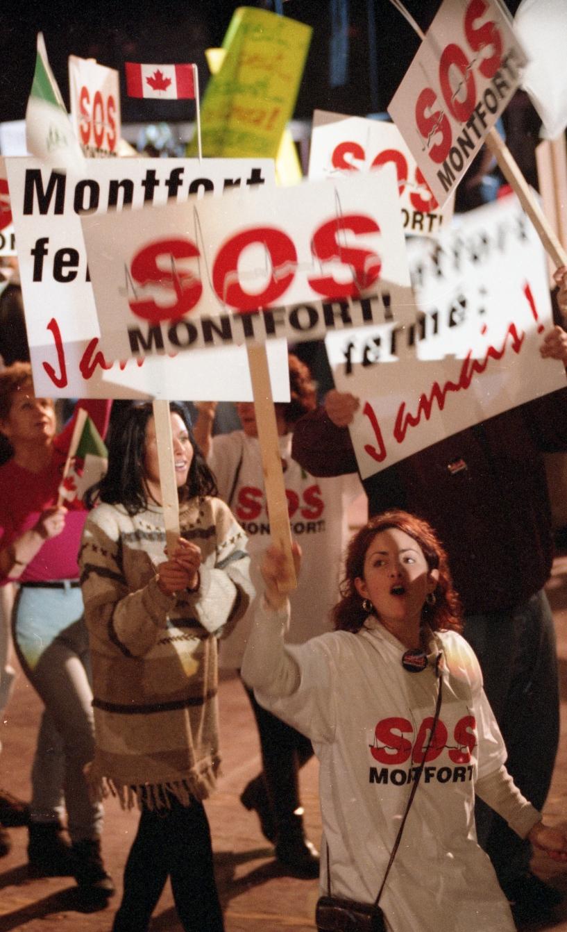 Manifestation organisée par SOS Montfort dans les rues d'Ottawa