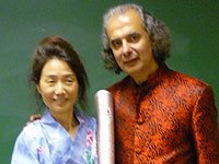 Sheri Zhang with George Sapounidis  and the 2008 Beijing Olympic torch
