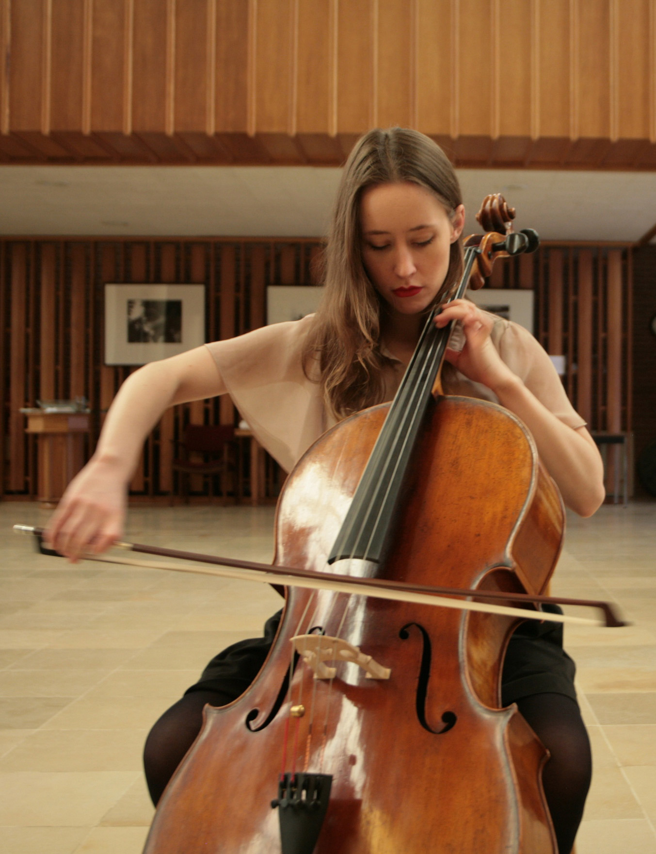 Alexis Castrogiovanni photo, playing cello