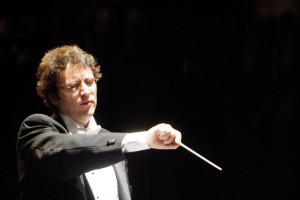 Photo of Alain Trudel conducting