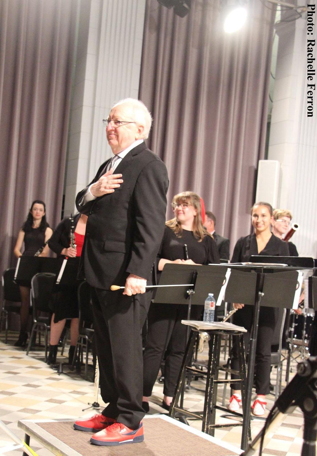 Photo de Daniel Gress avec l'Harmonie de l'Université d'Ottawa