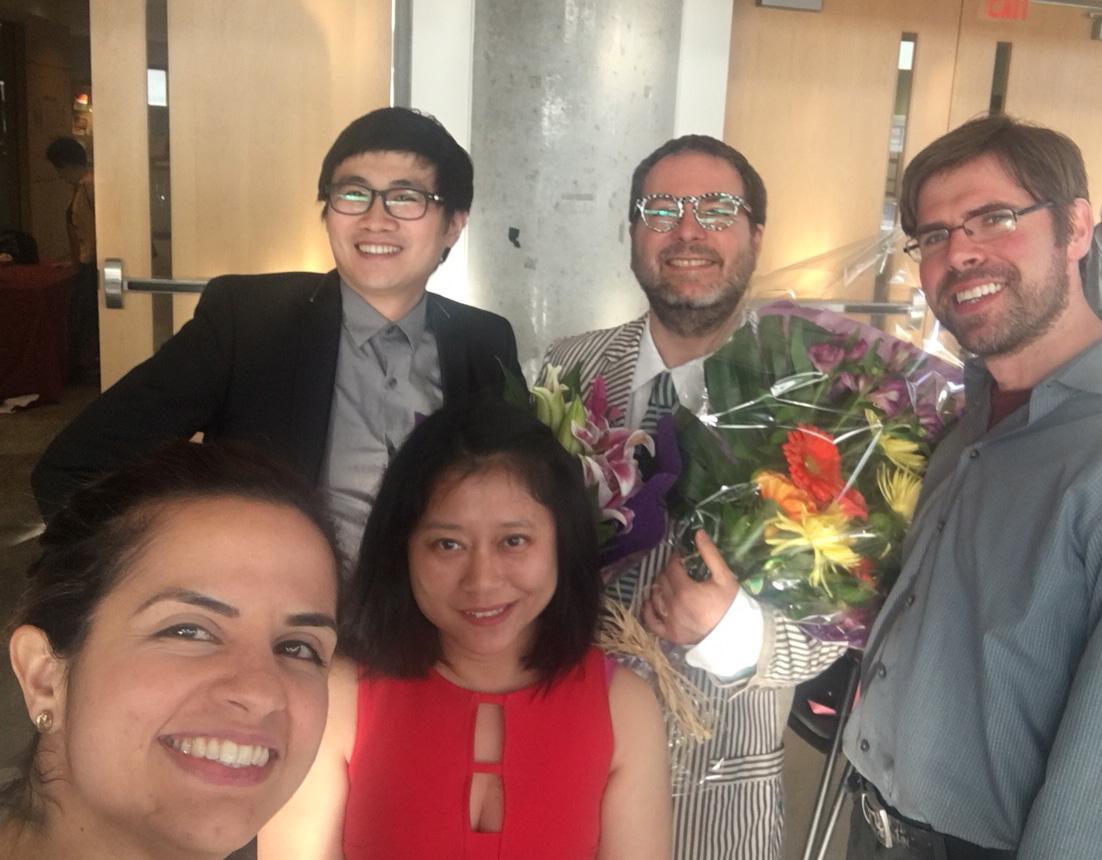 Photo de Gilles Comeau avec l'équipe du Laboratoire de recherche en piano pédagogie