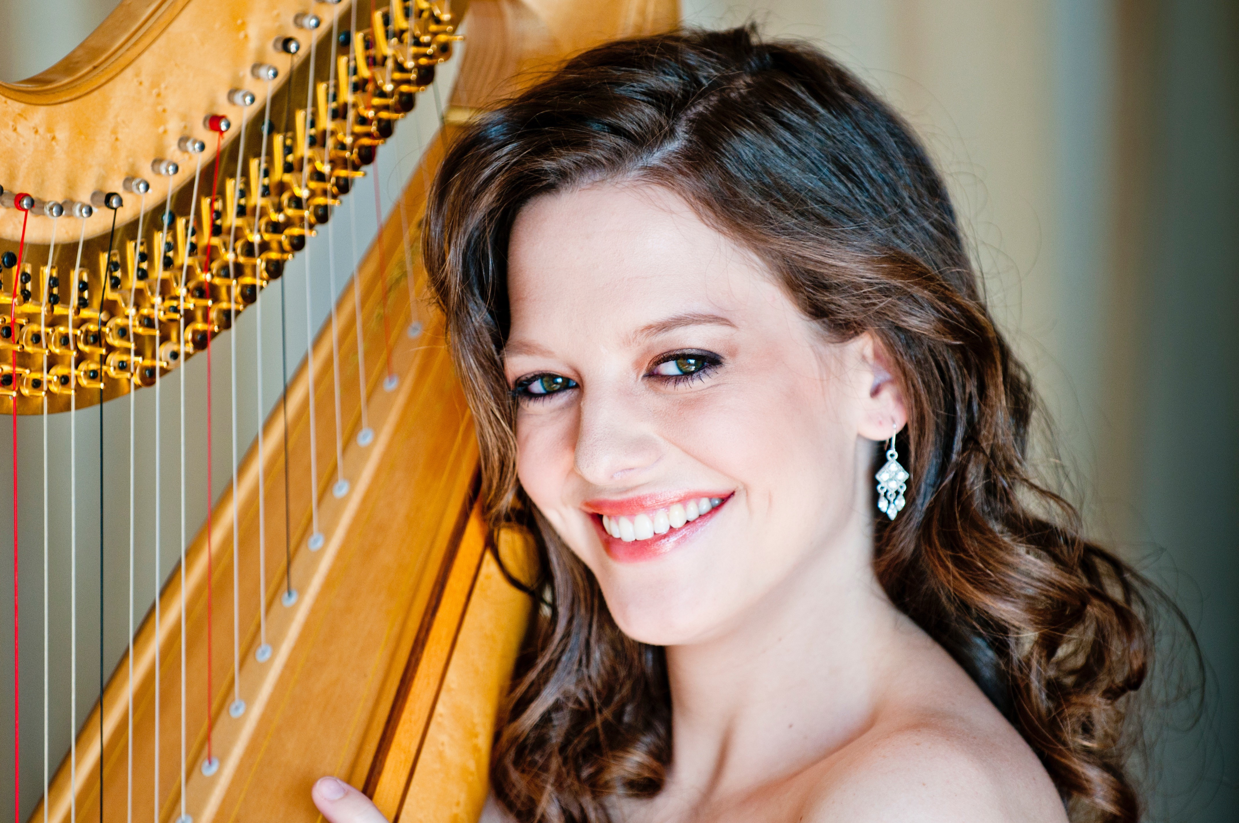 Photo of Heidi Van Hoesen Gorton with harp