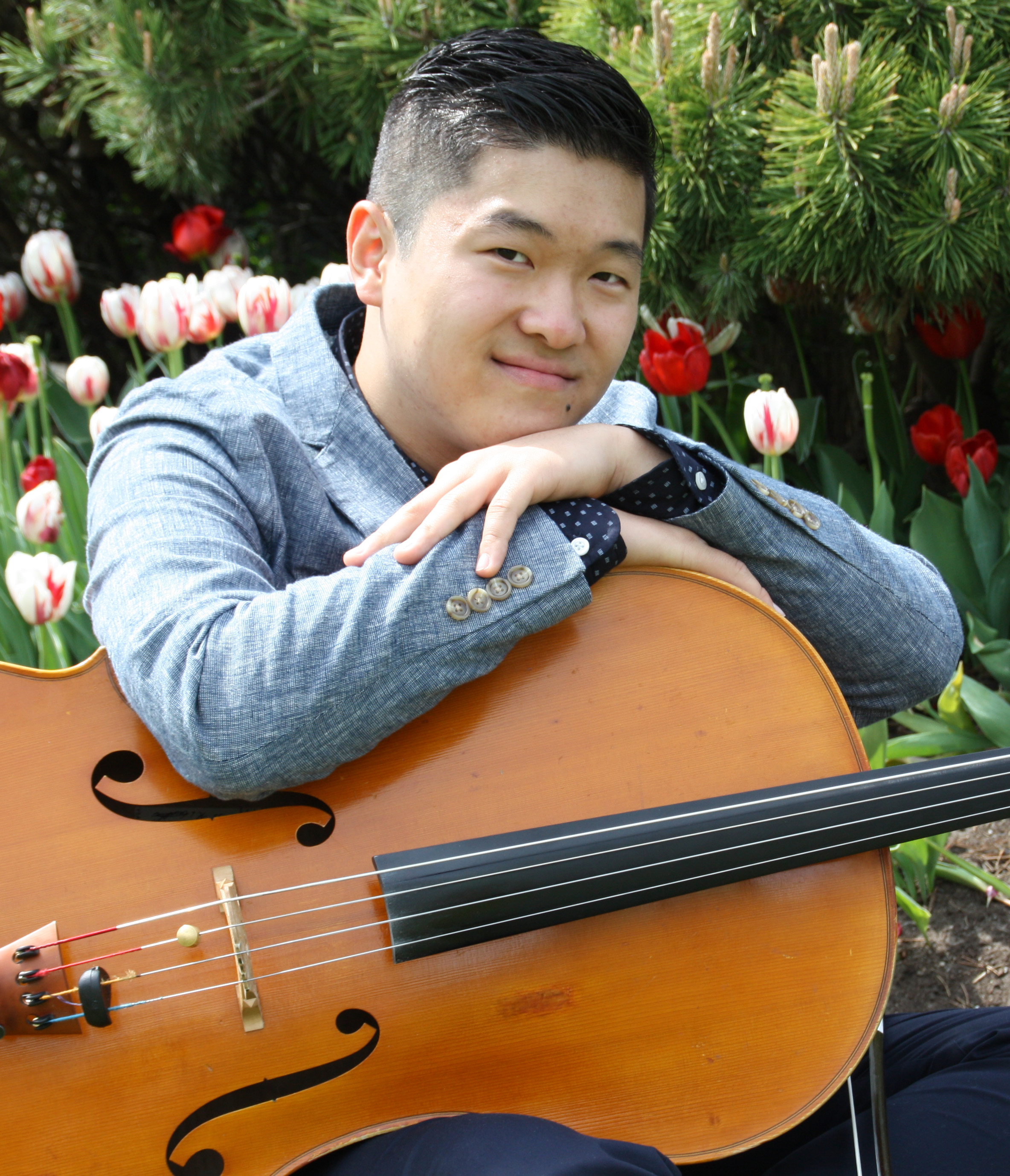 Photo of Jaeyoung Chong with his cello
