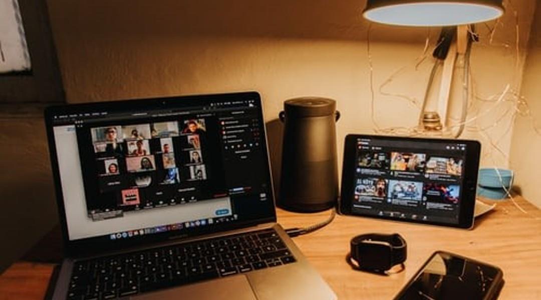 Séance Zoom sur un ordinateur portable