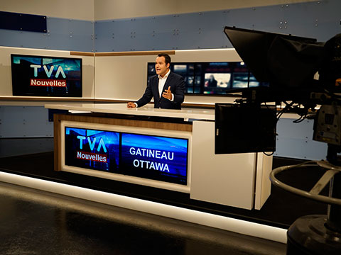 Mathieu Lacombe in the news room